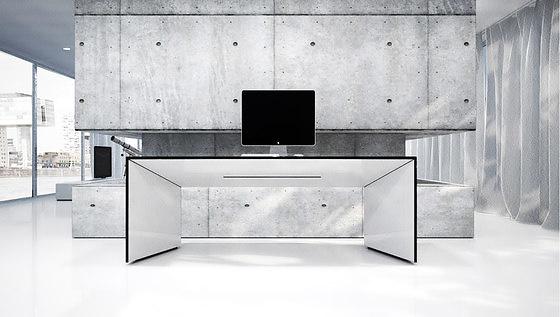Felix Schwake Commentor Desk