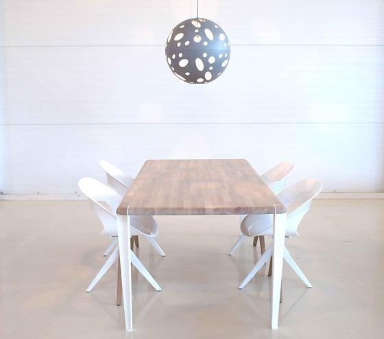 Dutchglobe Oak Table