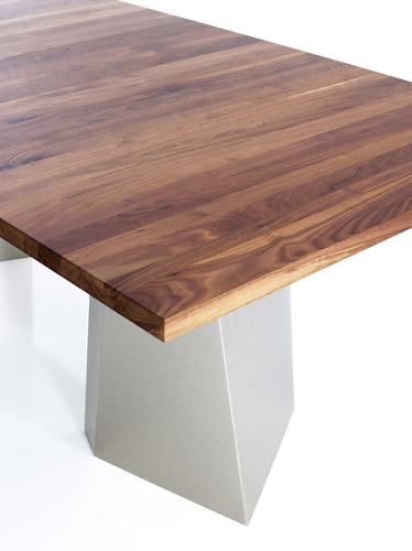 Gil Coste Varan Table