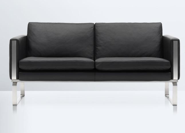 Hans J. Wegner CH102 Sofa