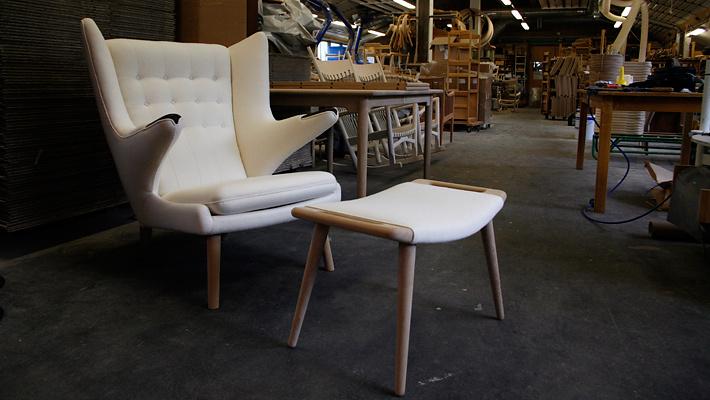 hans j wegner pp19 the teddy bear chair. Black Bedroom Furniture Sets. Home Design Ideas