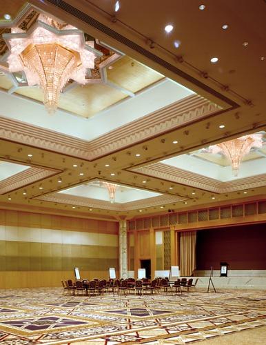 J.T. Kalmar Design Team Hirsch Bedner Associates Grand Hyatt Dubai Lamp