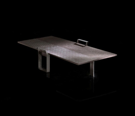 Massimo Castagna Nomad Table