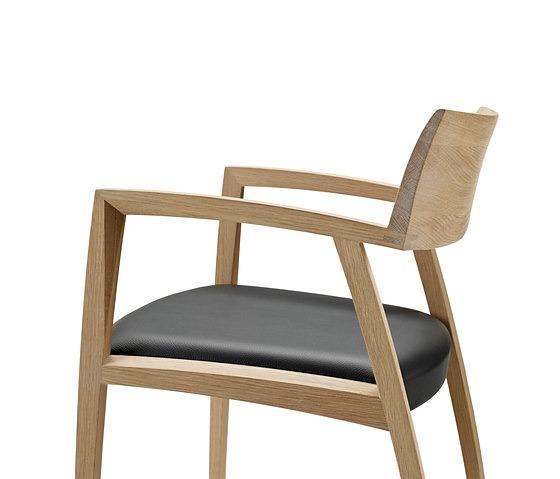 Nissen & Gehl GM 326 Curve Armchair