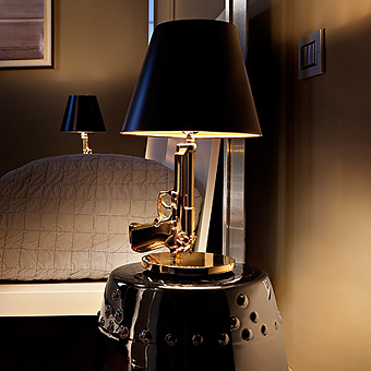Philippe starck gun lamp for Lampe de chevet rechargeable