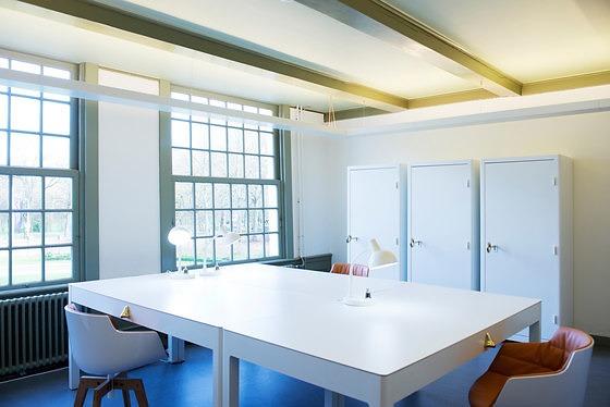 Studio Job Job Desk