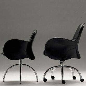 Vico Magistretti Serbelloni Chair