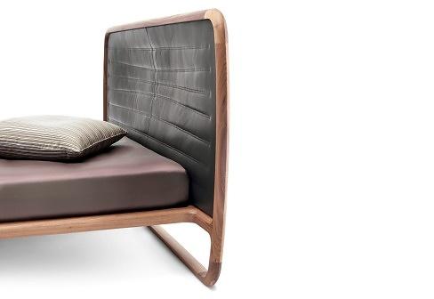 Vincenzo De Cotiis Buonanotte Valentina Leather Bed