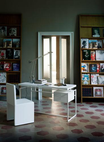 W. Mandelli and W. Selva Papiro Writing Desk